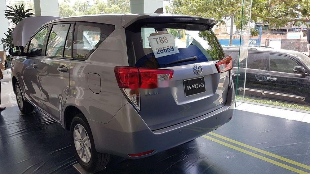 Cần bán Toyota Innova sản xuất năm 2019, giá ưu đãi (4)