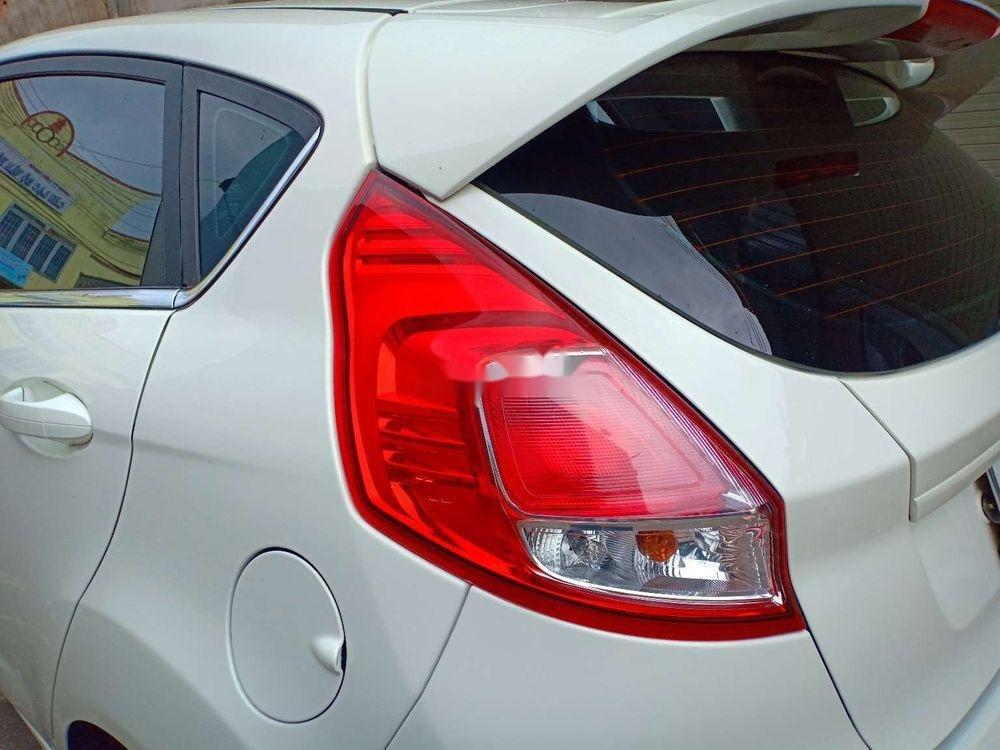 Cần bán lại xe Ford Fiesta đời 2017, màu trắng xe nguyên bản (2)