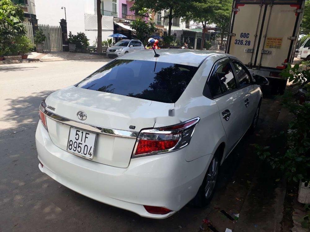 Bán gấp Toyota Vios sản xuất năm 2017, màu trắng số sàn (2)