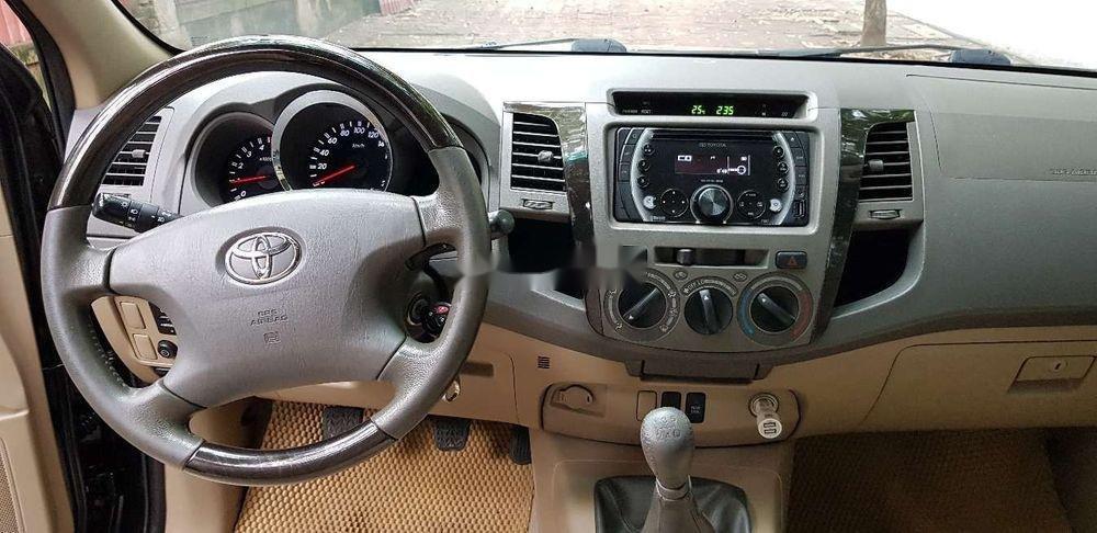 Cần bán xe Toyota Fortuner sản xuất năm 2011, màu đen số sàn (9)