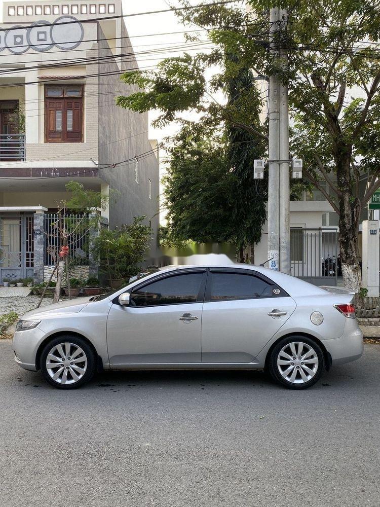 Bán Kia Forte đời 2011, màu bạc số sàn, giá tốt (1)