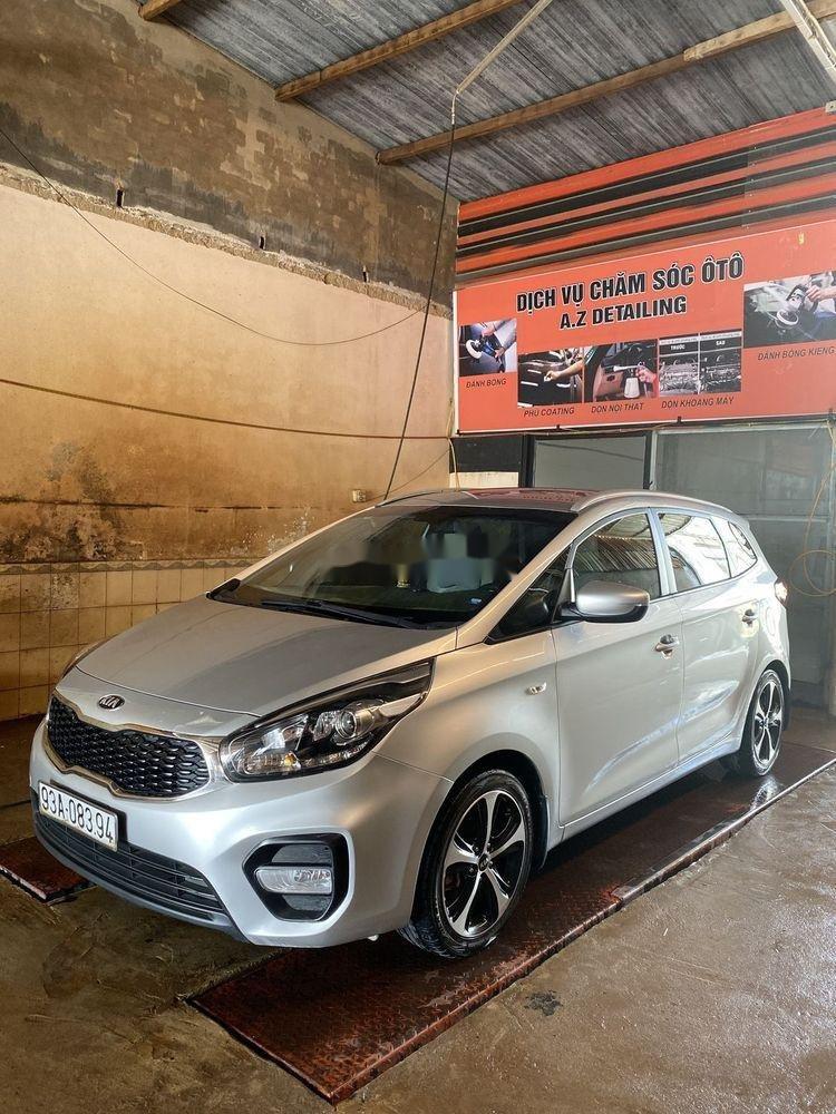 Cần bán Kia Rondo năm sản xuất 2017, màu bạc, nhập khẩu nguyên chiếc (12)