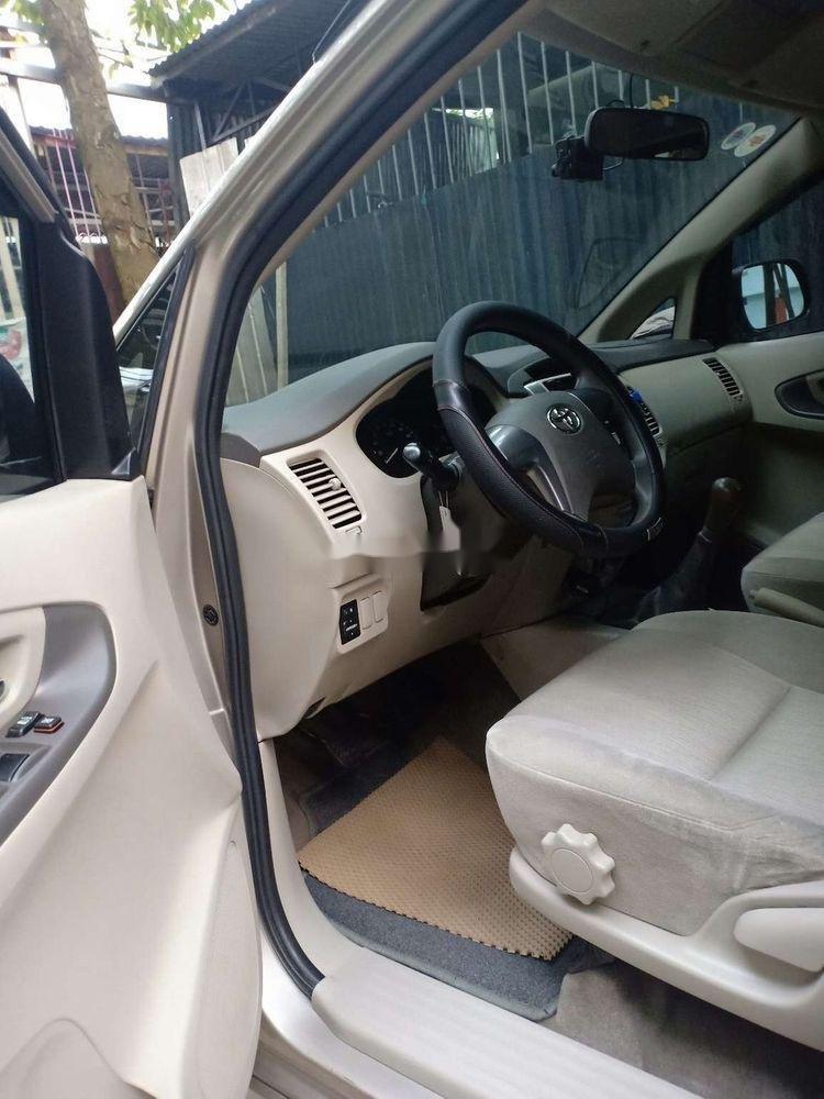 Bán xe Toyota Innova E năm 2014, nhập khẩu nguyên chiếc xe gia đình, giá tốt (4)