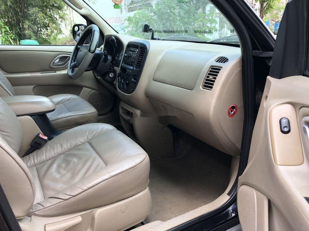 Cần bán gấp Ford Escape đời 2004, màu đen, giá tốt (6)