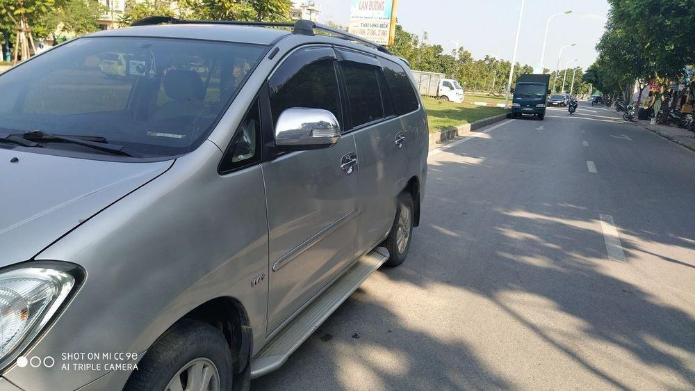 Bán Toyota Innova sản xuất 2011, màu bạc số tự động, giá tốt (2)