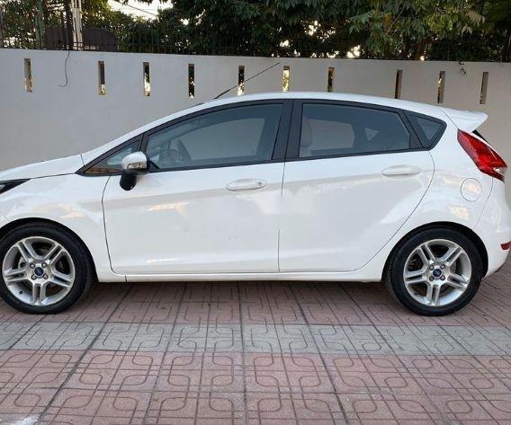 Bán xe Ford Fiesta đời 2013, màu trắng xe nguyên bản (2)
