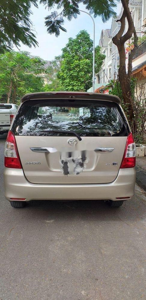 Bán xe Toyota Innova E sản xuất 2013 (1)