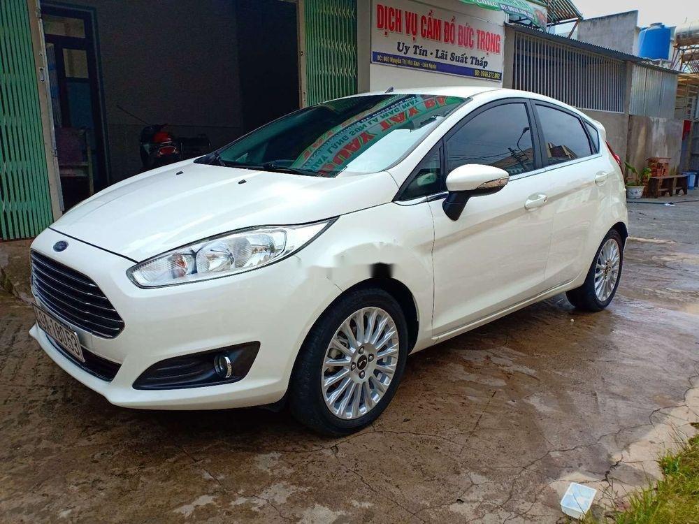 Cần bán lại xe Ford Fiesta đời 2017, màu trắng xe nguyên bản (3)
