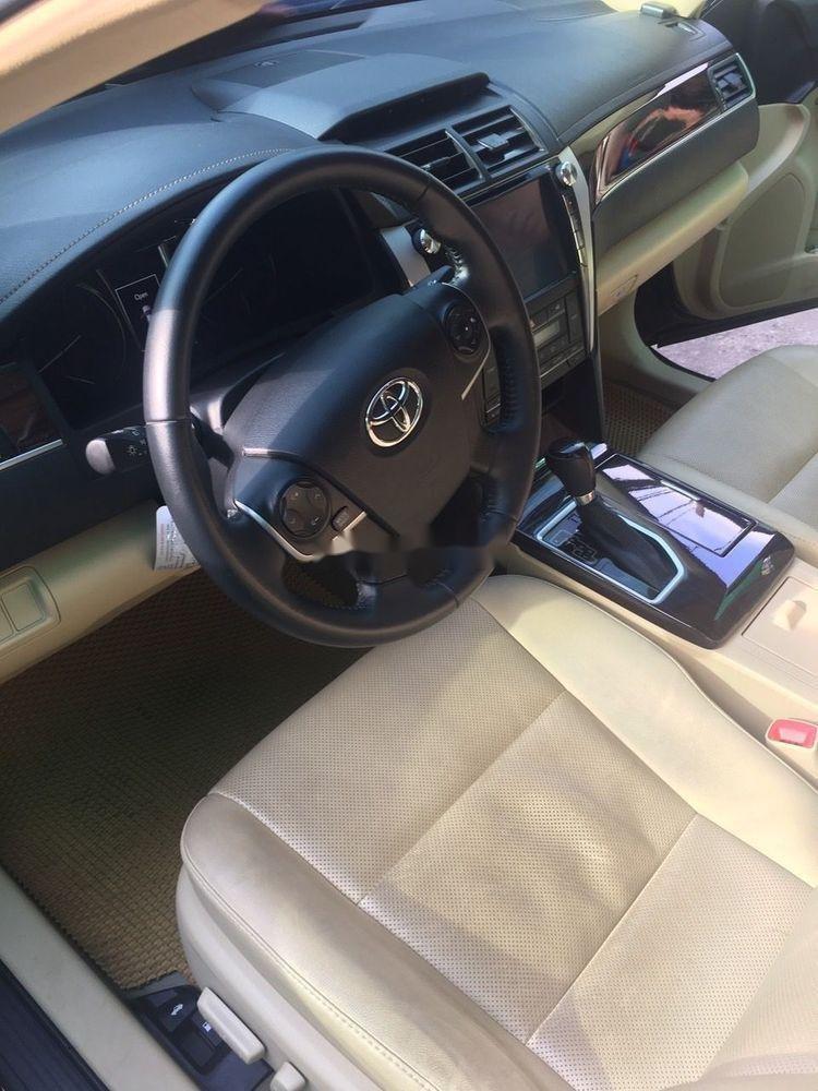 Bán xe Toyota Camry 2.0E đời 2018, màu đen còn mới (3)