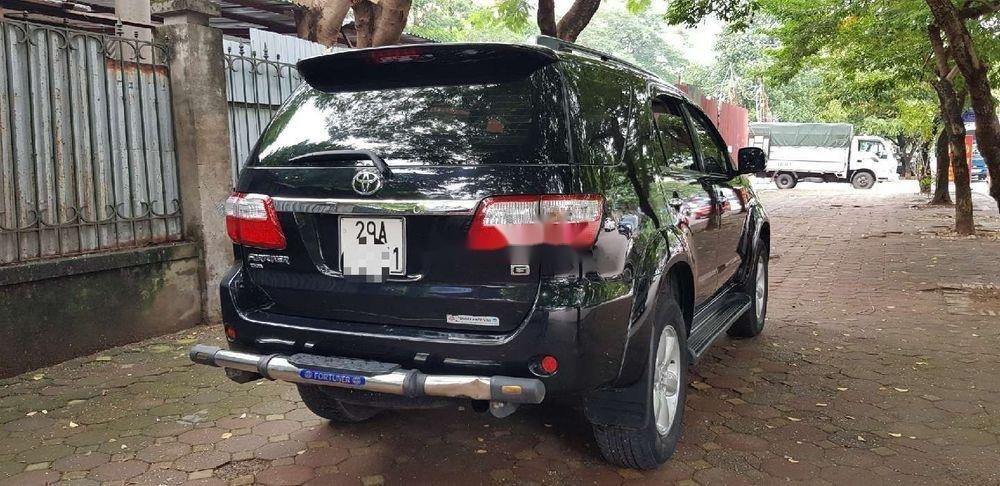 Cần bán xe Toyota Fortuner sản xuất năm 2011, màu đen số sàn (2)