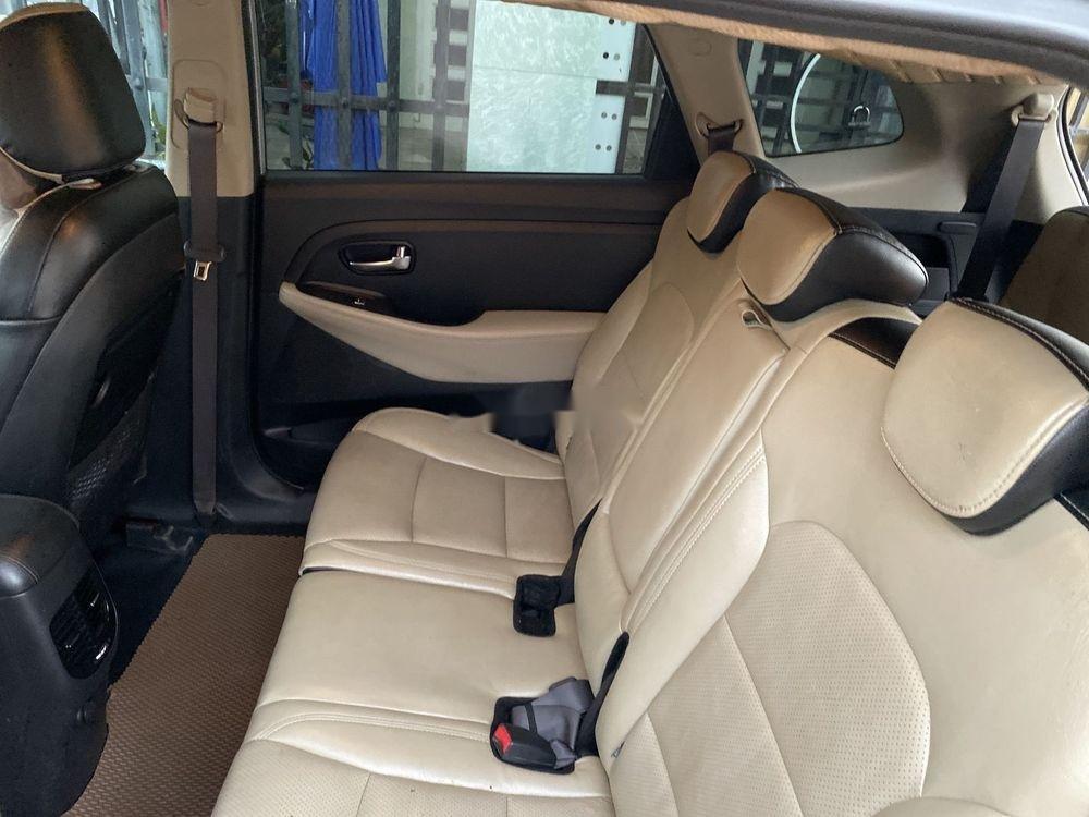 Cần bán Kia Rondo năm sản xuất 2017, màu bạc, nhập khẩu nguyên chiếc (8)
