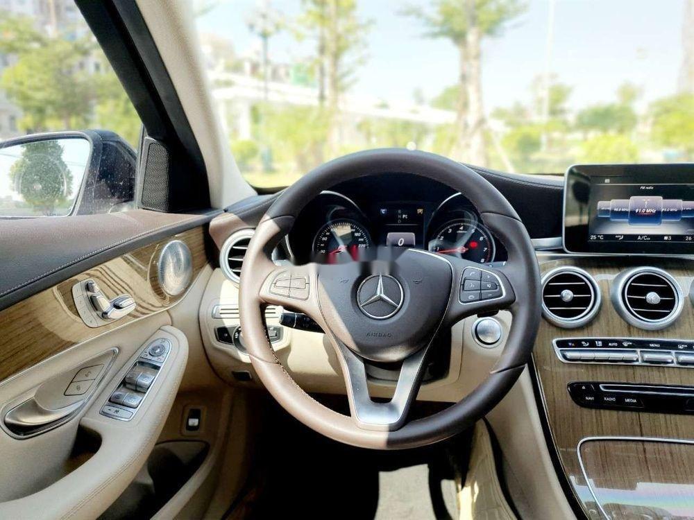 Bán Mercedes năm sản xuất 2016, màu đen xe nguyên bản (10)