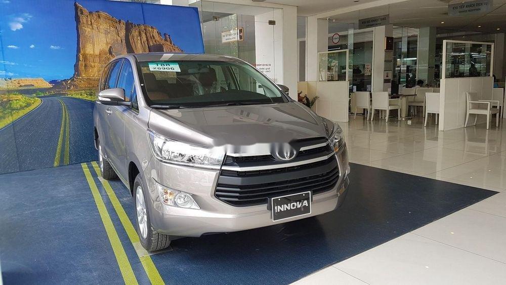 Cần bán Toyota Innova sản xuất năm 2019, giá ưu đãi (1)