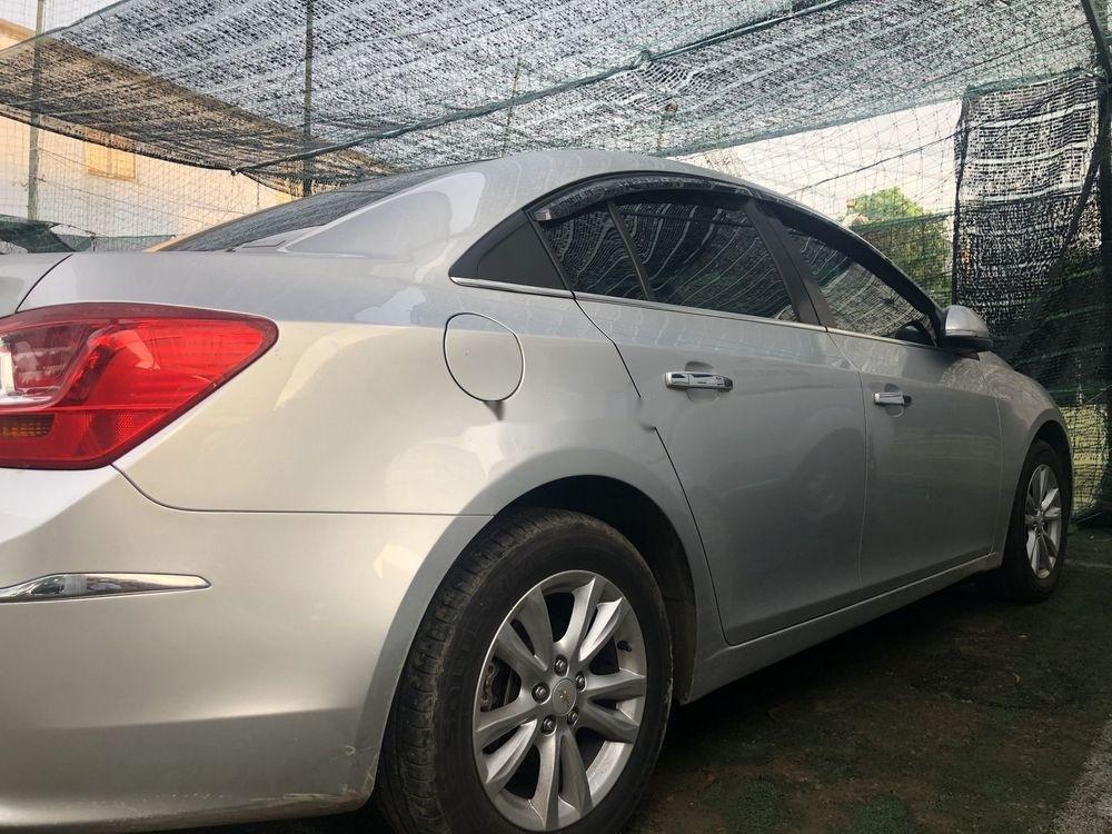 Cần bán gấp Chevrolet Cruze LT đời 2017 xe gia đình (6)