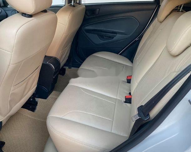 Bán xe Ford Fiesta đời 2013, màu trắng xe nguyên bản (5)