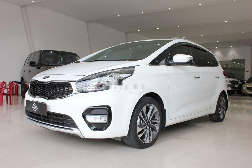 Cần bán Kia Rondo 2.0GAT sản xuất năm 2018, màu trắng (1)