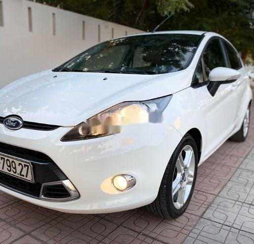 Bán xe Ford Fiesta đời 2013, màu trắng xe nguyên bản (1)