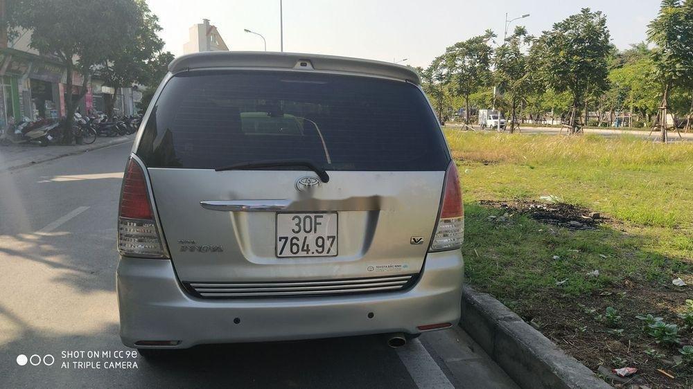 Bán Toyota Innova sản xuất 2011, màu bạc số tự động, giá tốt (3)