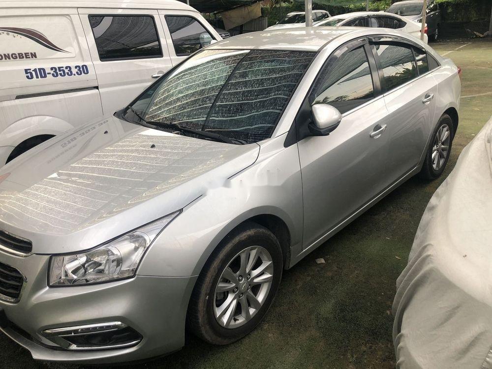 Cần bán gấp Chevrolet Cruze LT đời 2017 xe gia đình (2)
