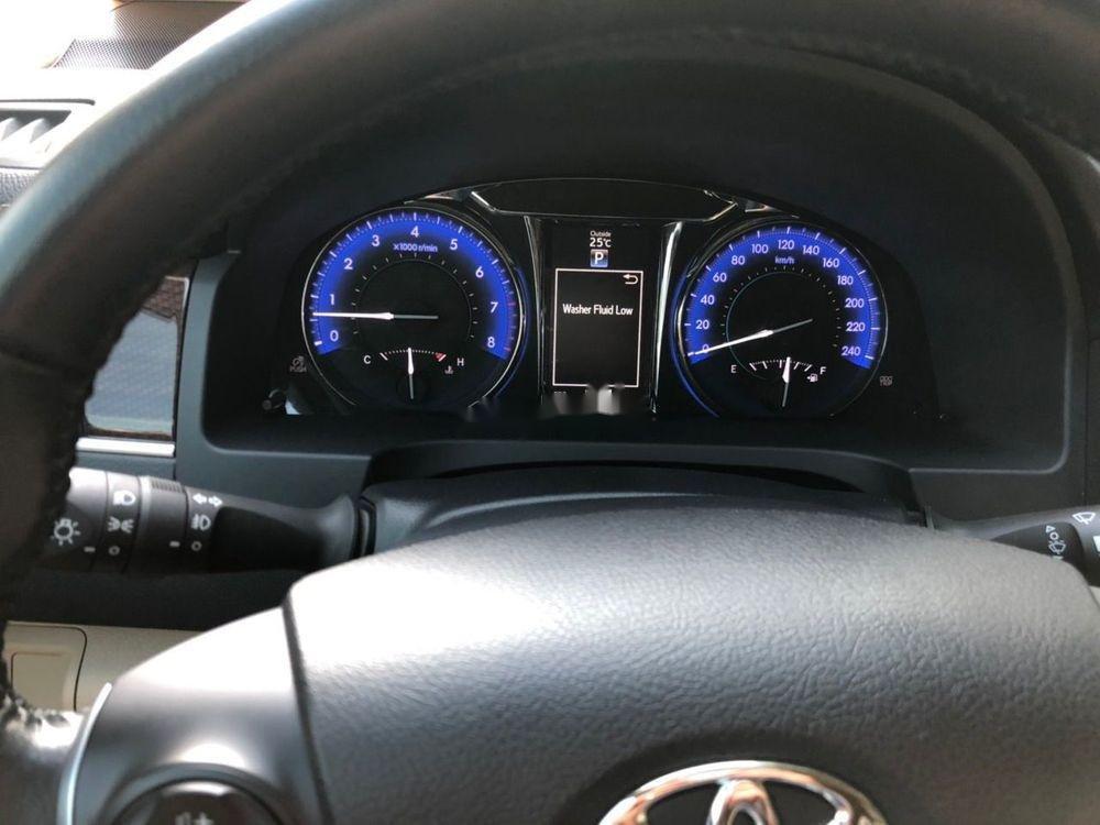Bán xe Toyota Camry 2.0E đời 2018, màu đen còn mới (4)