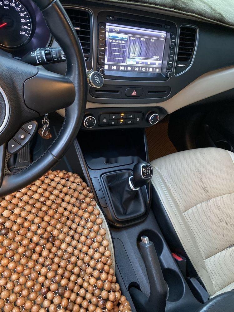 Cần bán Kia Rondo năm sản xuất 2017, màu bạc, nhập khẩu nguyên chiếc (6)