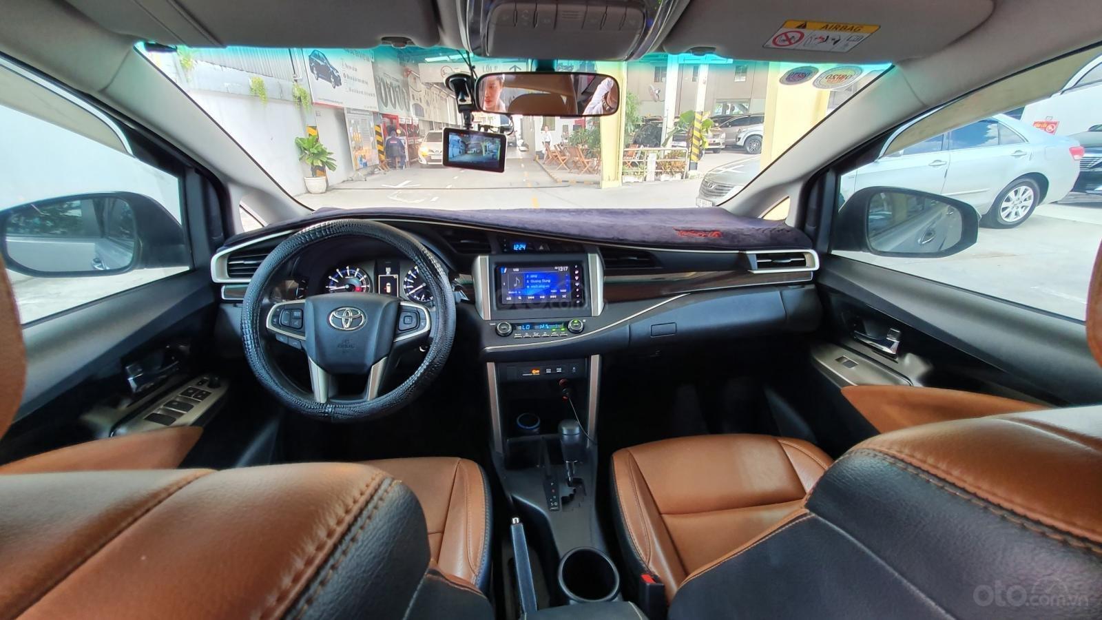 Giảm siêu giảm xe đẹp Innova G 2018 số tự động, màu bạc, hỗ trợ vay (4)