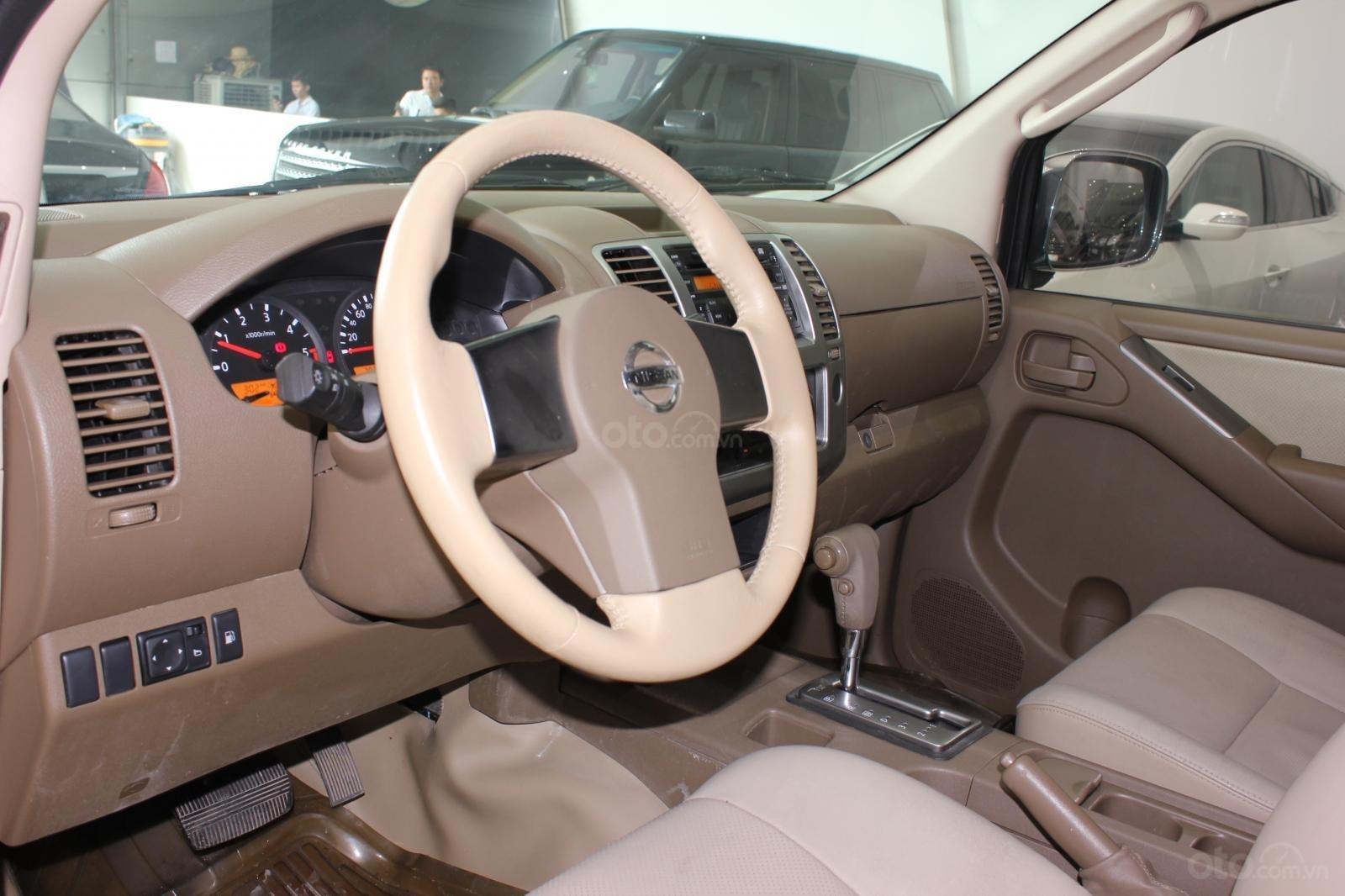 Cần bán Nissan Navara 2.5AT biển Sài Gòn nhập Thái đời 2013, màu xám (ghi), xe nhập (8)