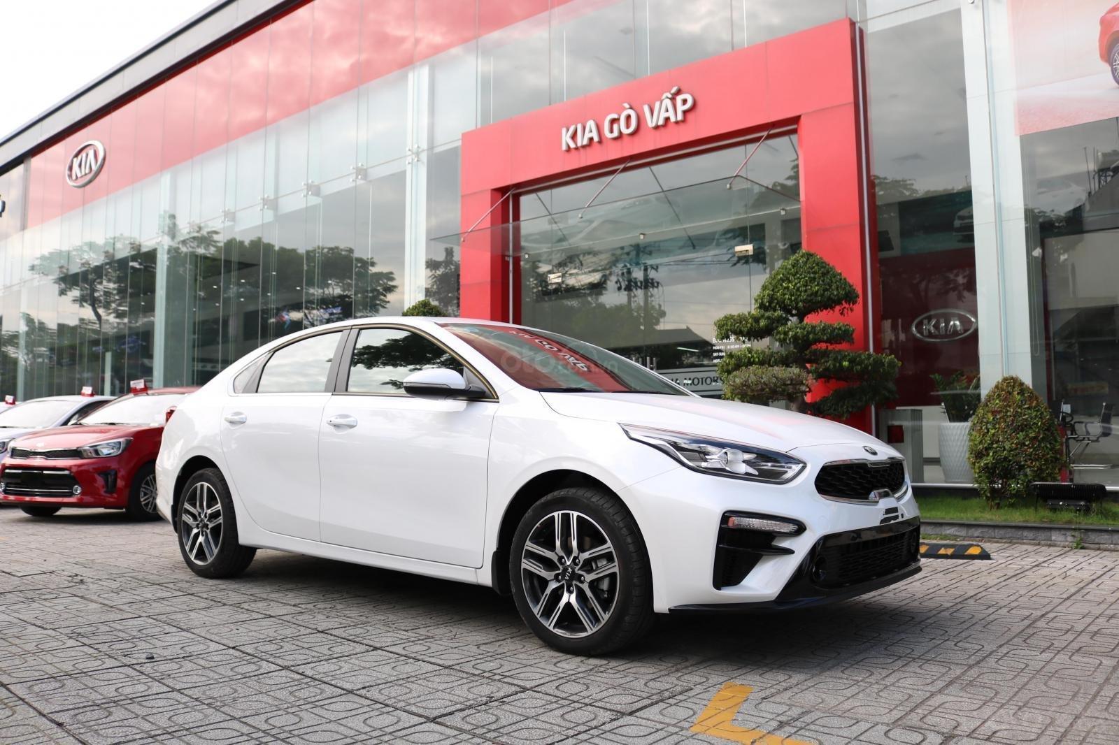 Kia Cerato 2019 - Màu trắng - mới 100% - giá tốt huyện Củ Chi (1)