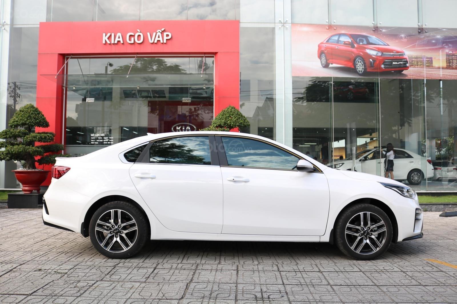 Kia Cerato 2019 - Màu trắng - mới 100% - giá tốt huyện Củ Chi (4)