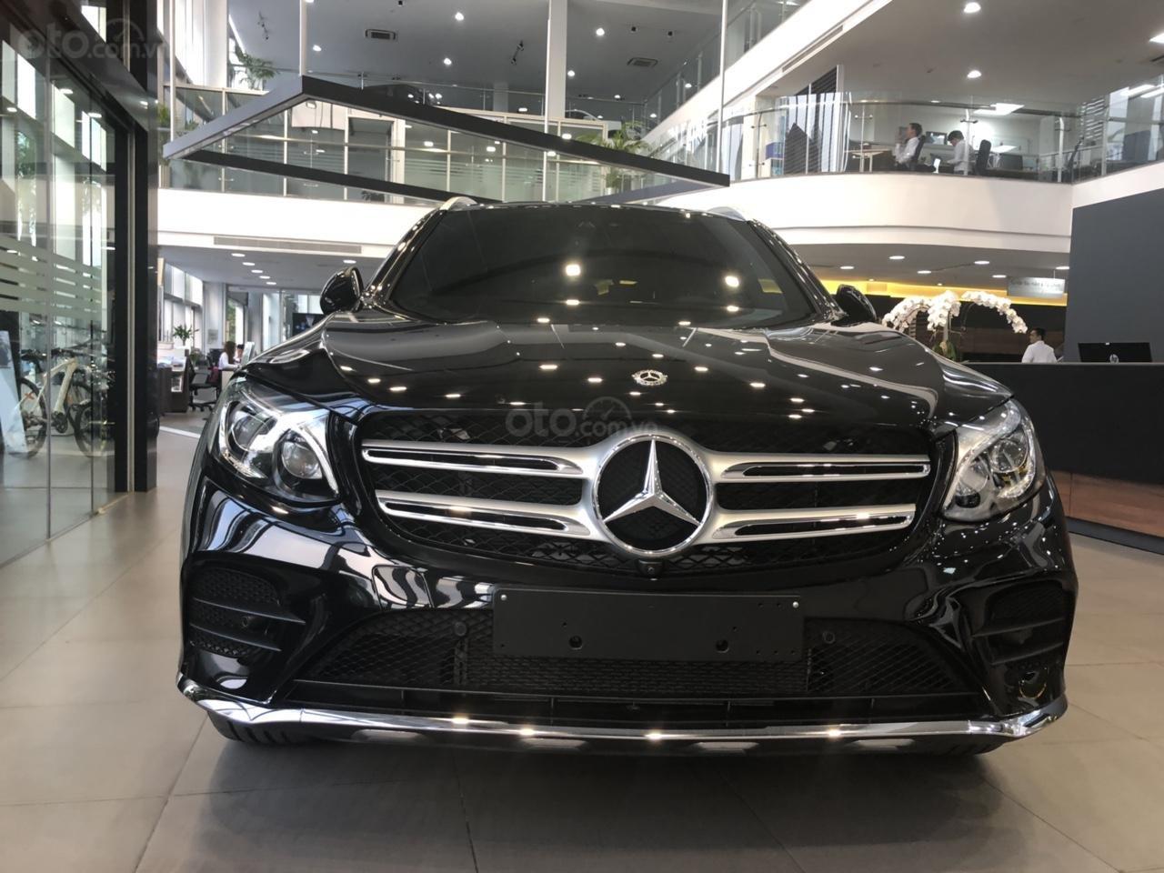 Mercedes GLC300 2019 đủ màu, xe giao ngay, tại Mercedes Phú Mỹ Hưng (8)