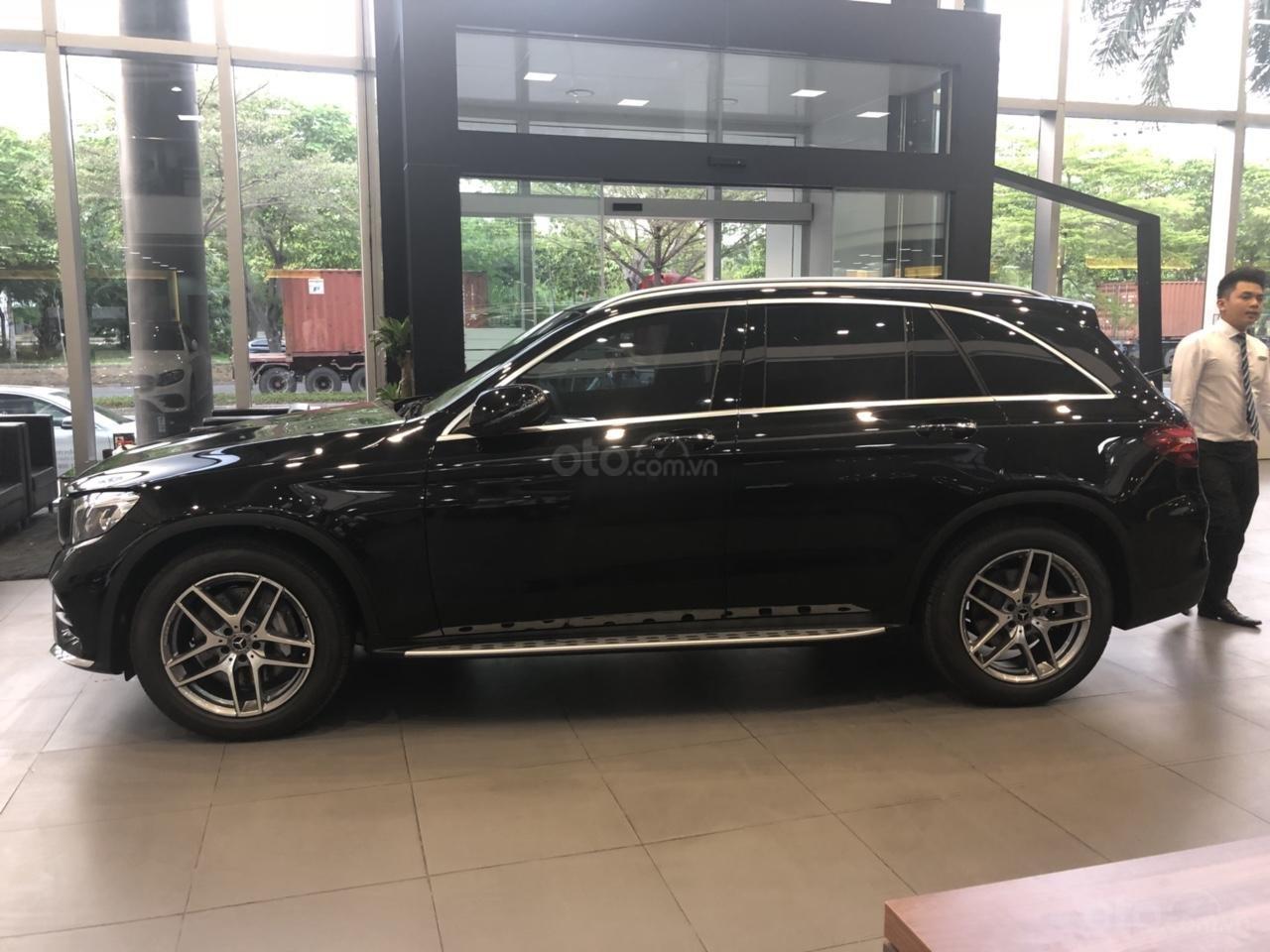 Mercedes GLC300 2019 đủ màu, xe giao ngay, tại Mercedes Phú Mỹ Hưng (10)