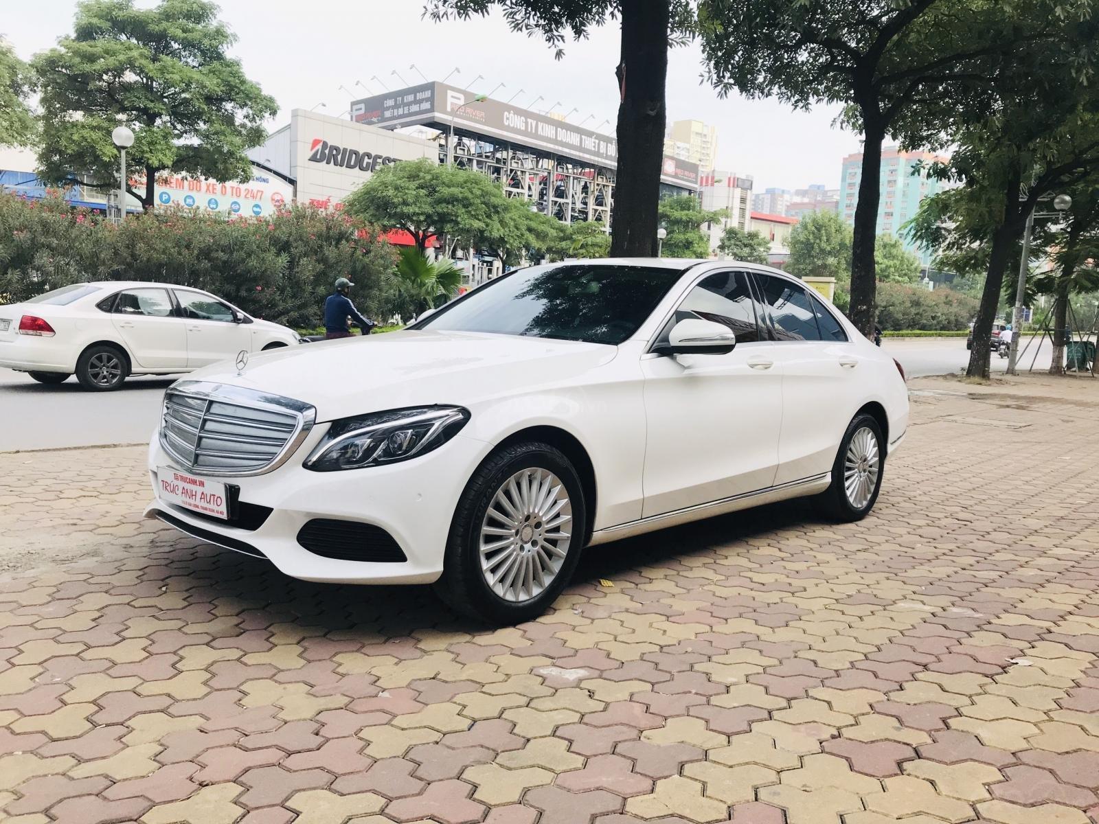 Mercedes Benz Exclusive C250 đời 2016, màu trắng nội thất kem tuyệt đẹp (4)
