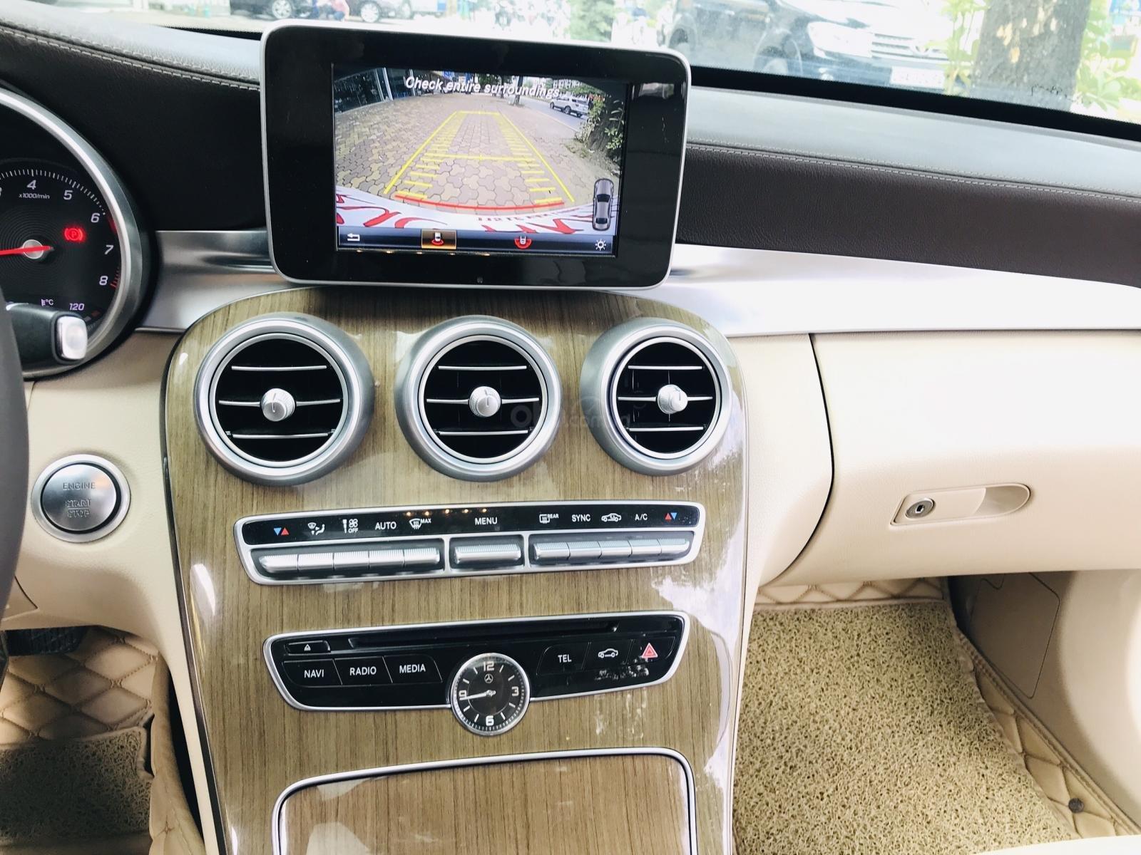 Mercedes Benz Exclusive C250 đời 2016, màu trắng nội thất kem tuyệt đẹp (17)
