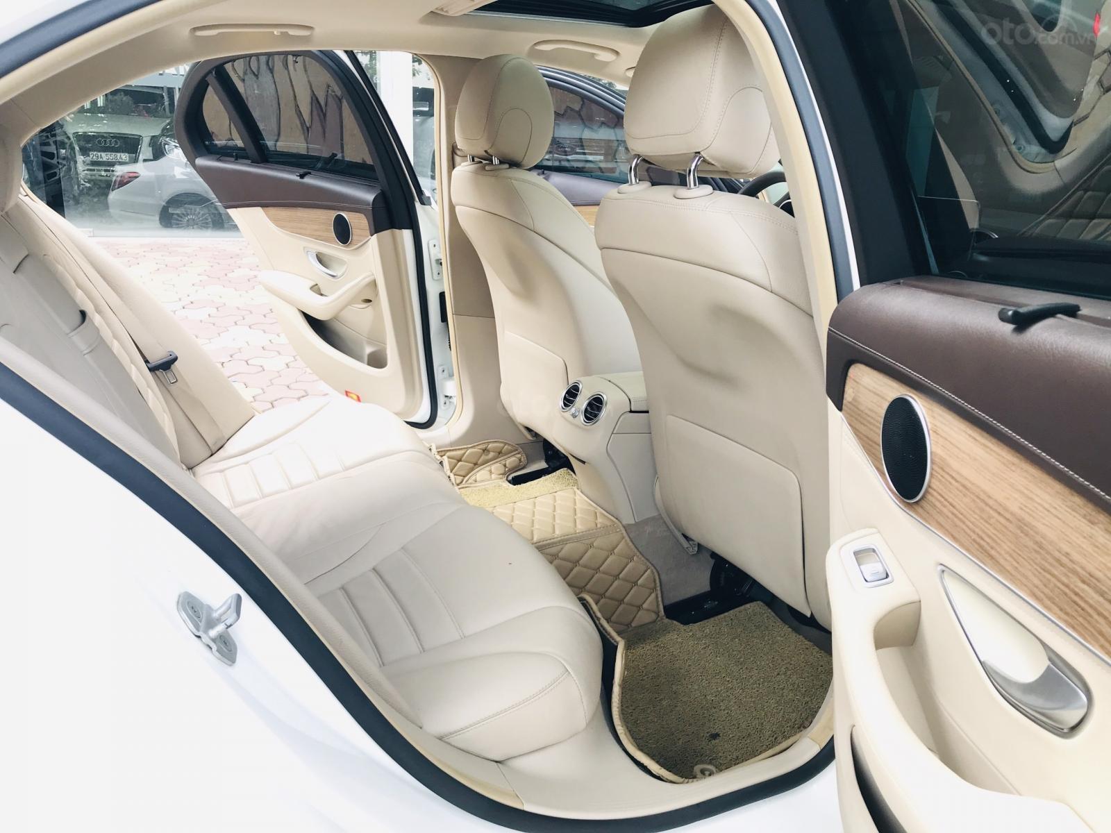 Mercedes Benz Exclusive C250 đời 2016, màu trắng nội thất kem tuyệt đẹp (21)