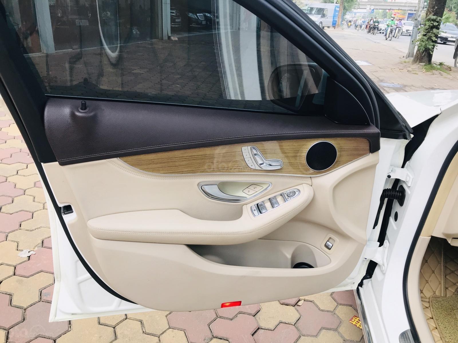 Mercedes Benz Exclusive C250 đời 2016, màu trắng nội thất kem tuyệt đẹp (12)
