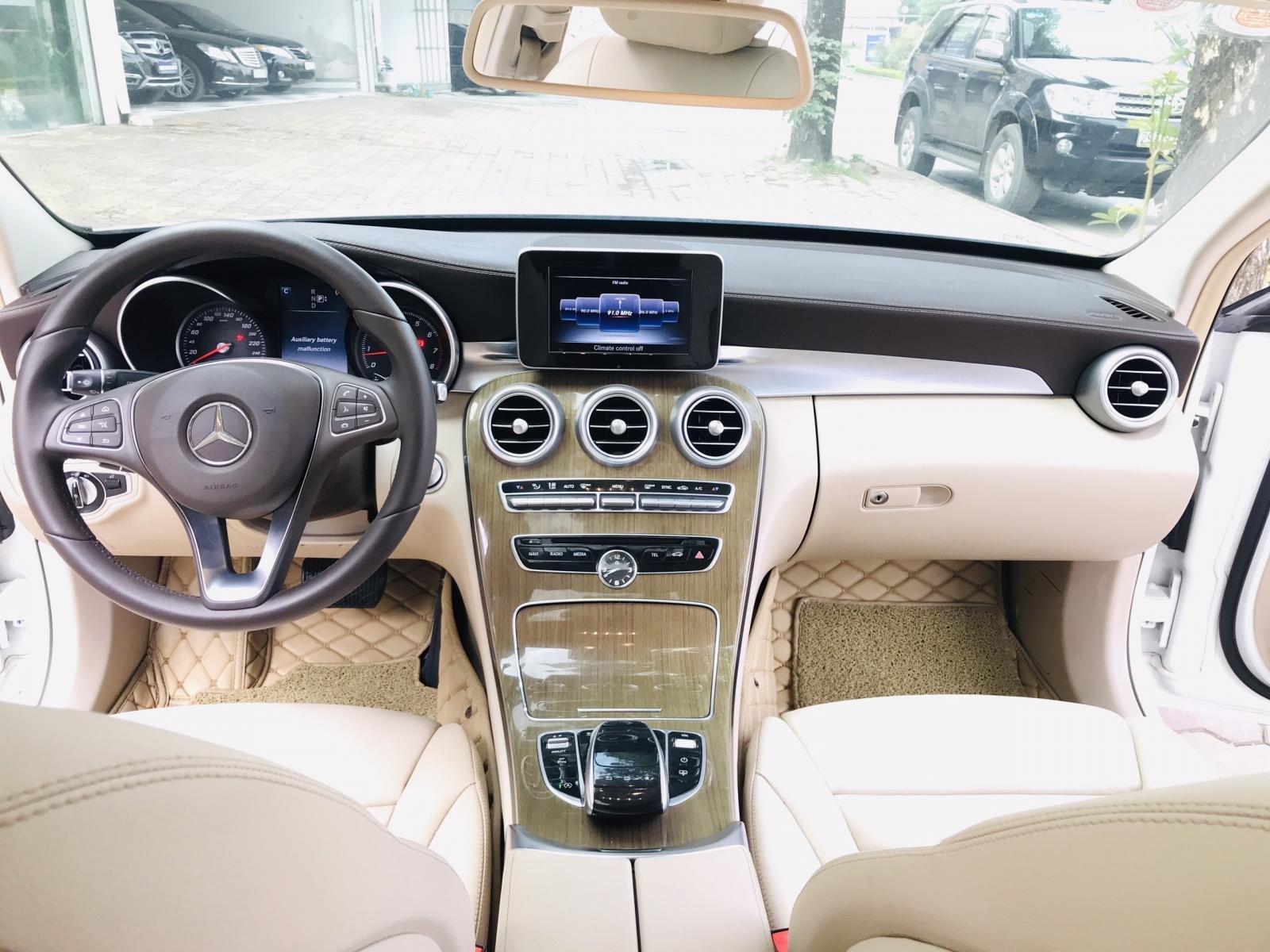 Mercedes Benz Exclusive C250 đời 2016, màu trắng nội thất kem tuyệt đẹp (16)