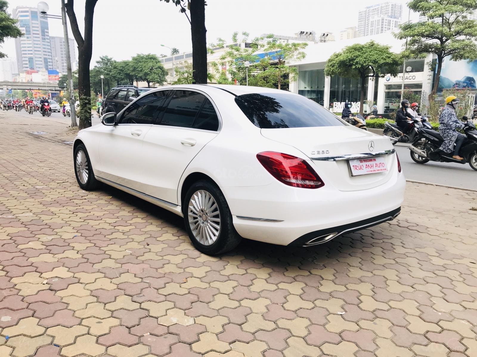 Mercedes Benz Exclusive C250 đời 2016, màu trắng nội thất kem tuyệt đẹp (10)