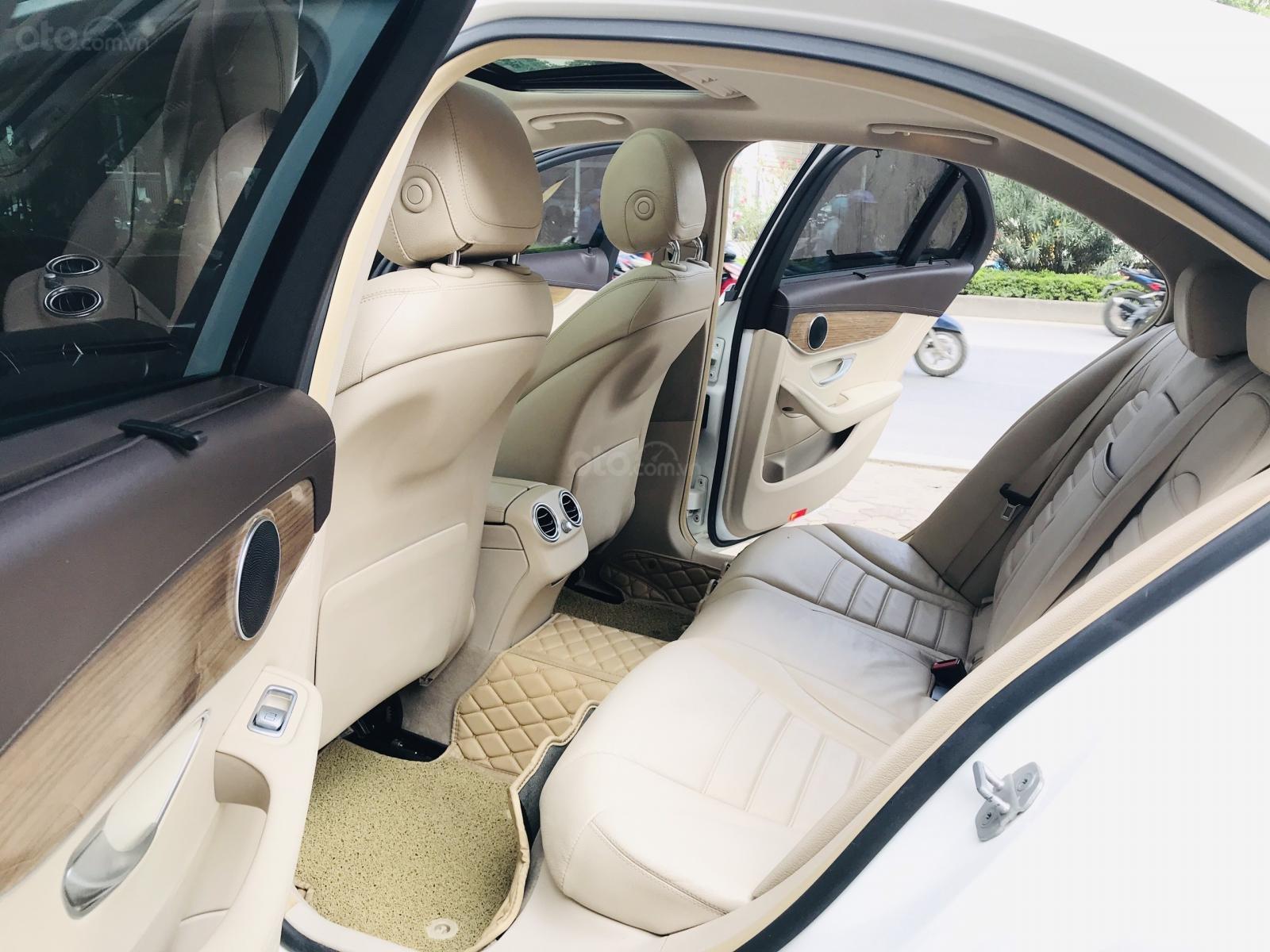 Mercedes Benz Exclusive C250 đời 2016, màu trắng nội thất kem tuyệt đẹp (23)