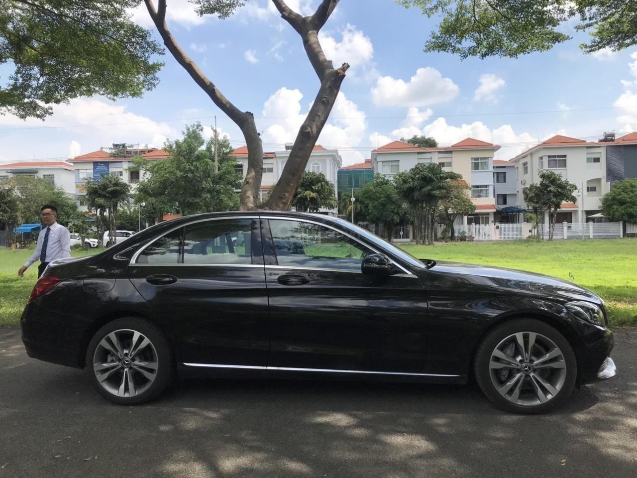 Cần bán xe C250 màu đen chính hãng có cam360 (2)