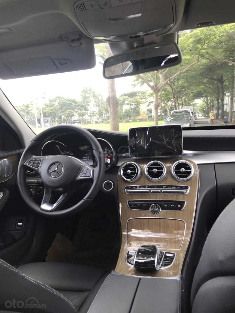 Cần bán xe C250 màu đen chính hãng có cam360 (5)