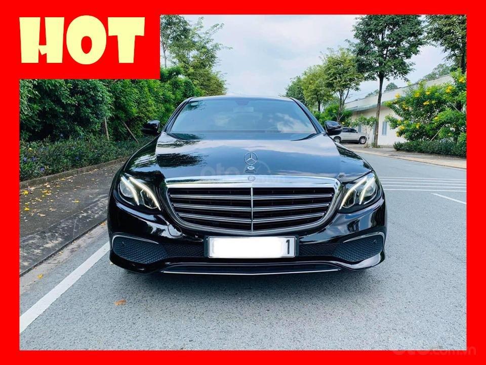 Bán xe Mercedes E200 màu đen, đời 2017 cũ giá tốt, trả trước 630 triệu nhận xe ngay (1)