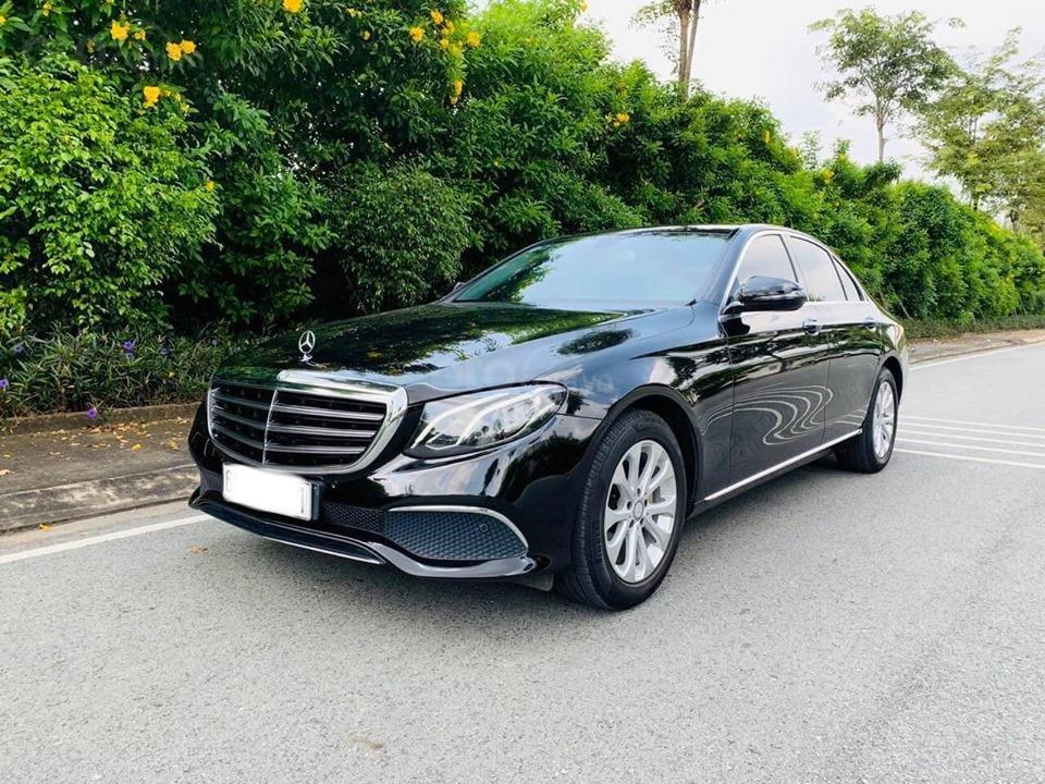 Bán xe Mercedes E200 màu đen, đời 2017 cũ giá tốt, trả trước 630 triệu nhận xe ngay (4)