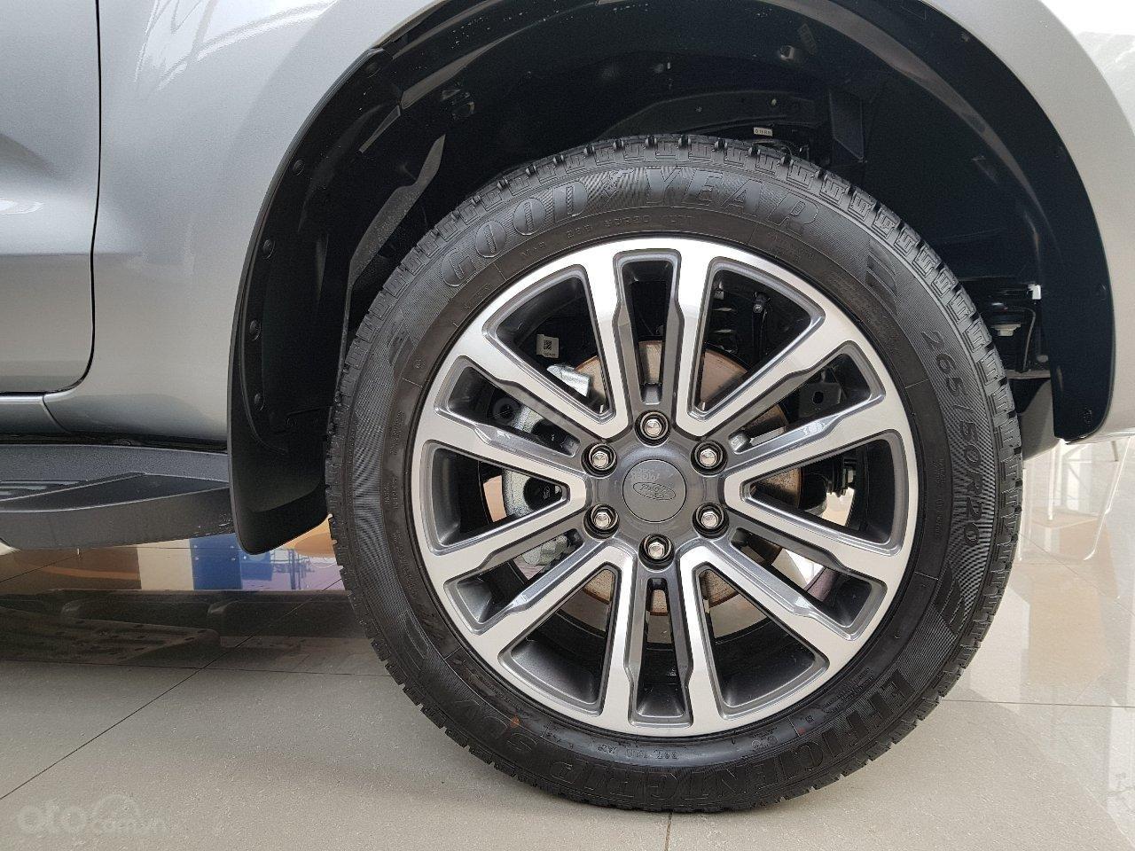 Ford Everest - Giá chỉ từ 939 triệu - trả trước 20% nhận xe ngay - lãi suất ưu đãi 0.69%/tháng (6)