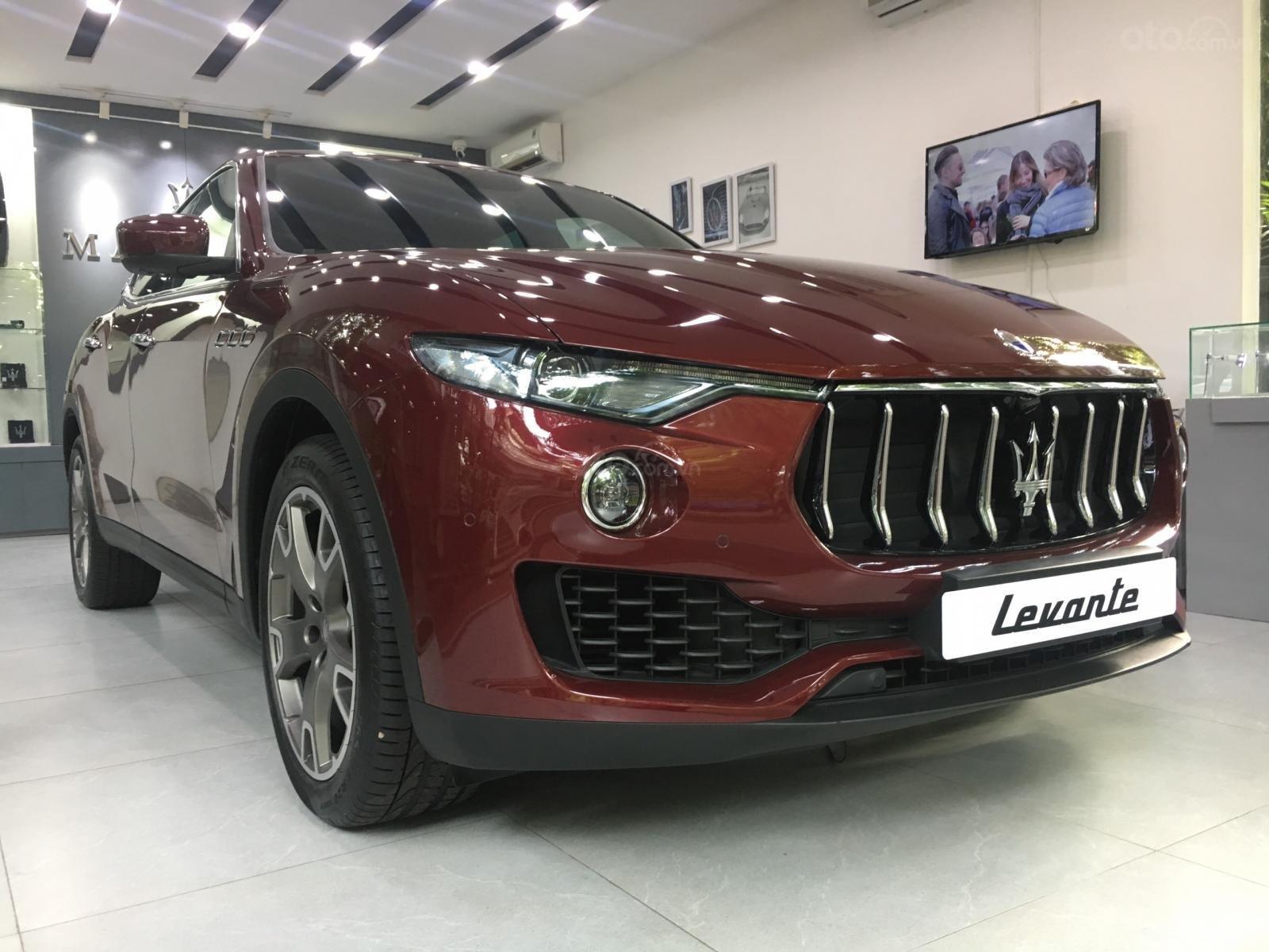 Maserati Levante với màu áo Russo Rubino độc bản phân phối chính hãng mới 100% (4)