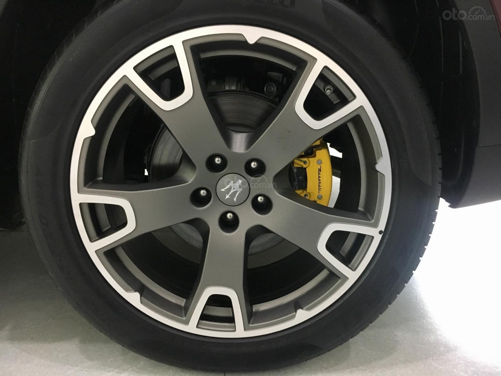 Maserati Levante với màu áo Russo Rubino độc bản phân phối chính hãng mới 100% (2)