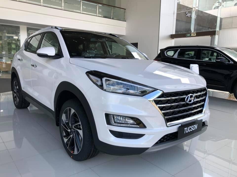 """Hyundai Tucson 2019, """"bảo hành trọn đời"""", giảm giá trực tiếp + tặng phụ kiện 35tr, hỗ trợ NH 85% (1)"""