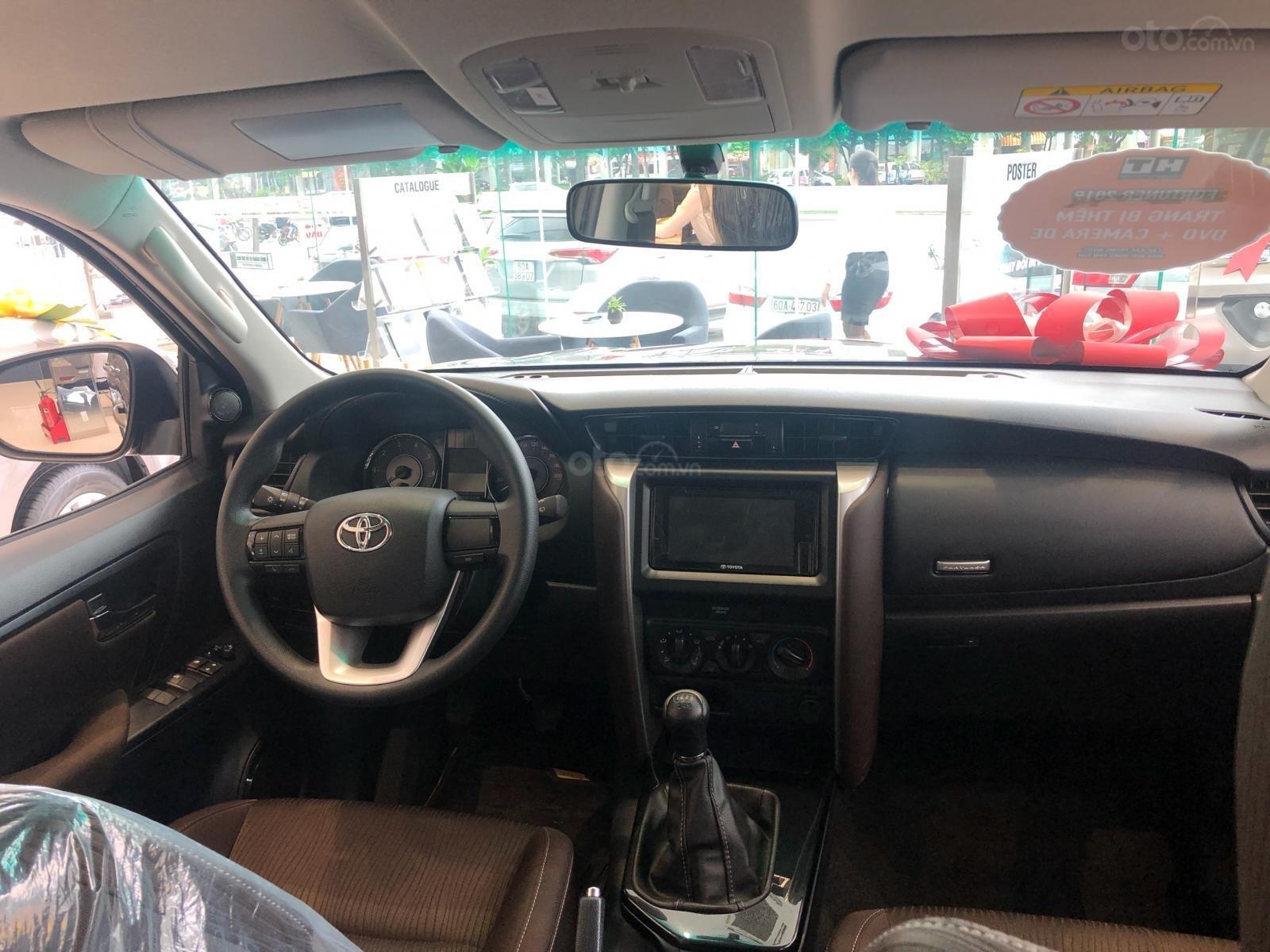 Bán ô tô Toyota Fortuner 2.4G Số sàn đời 2019, màu bạc, giá chỉ 933 triệu (3)