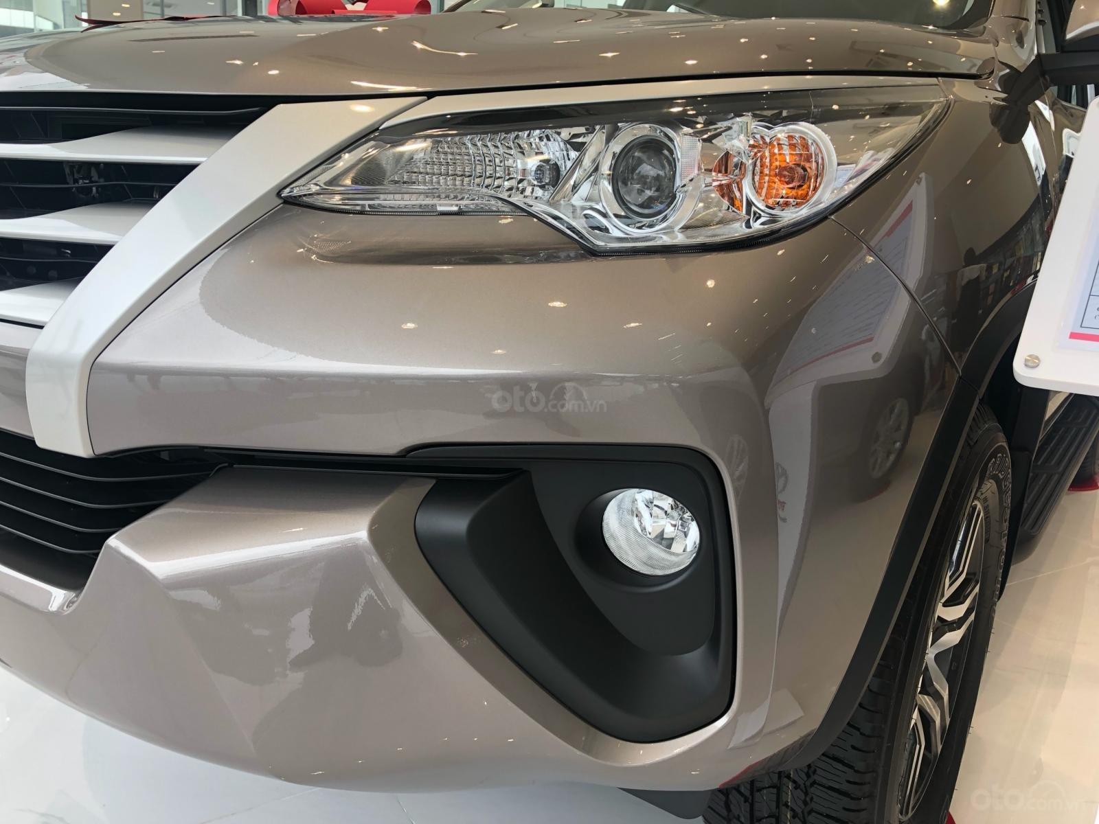 Bán ô tô Toyota Fortuner 2.4G Số sàn đời 2019, màu bạc, giá chỉ 933 triệu (4)