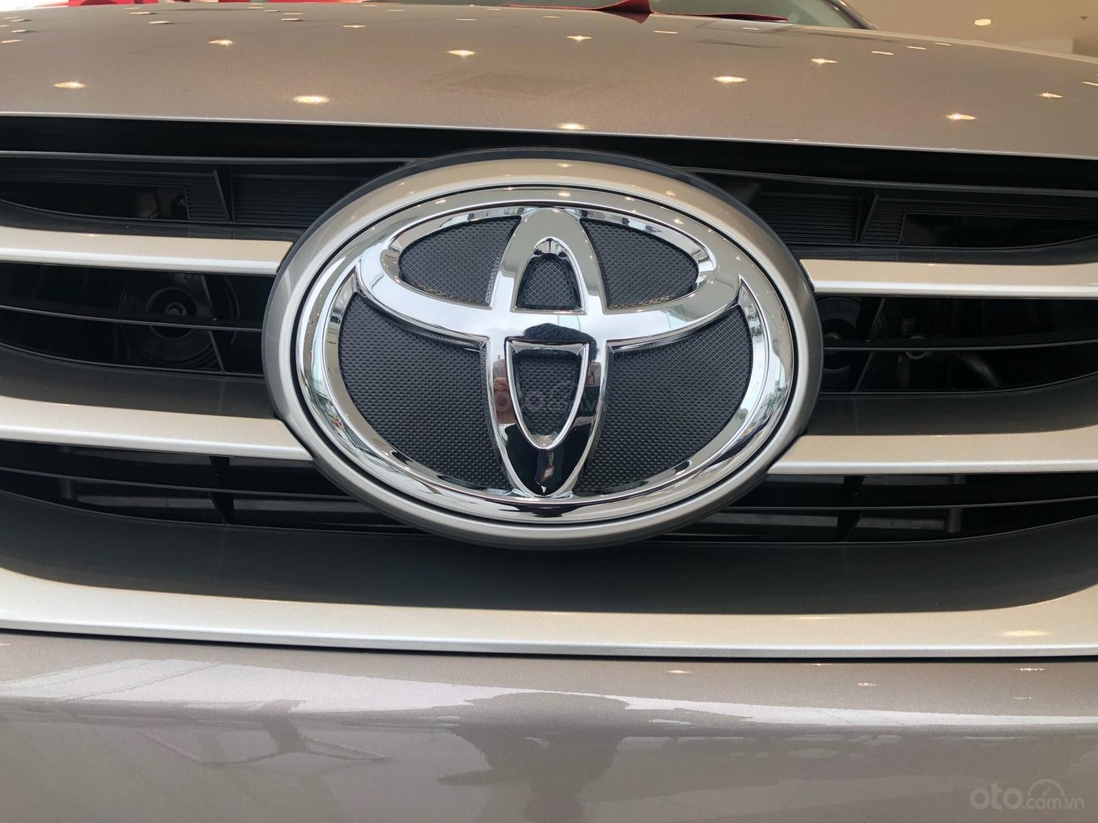 Bán ô tô Toyota Fortuner 2.4G Số sàn đời 2019, màu bạc, giá chỉ 933 triệu (9)