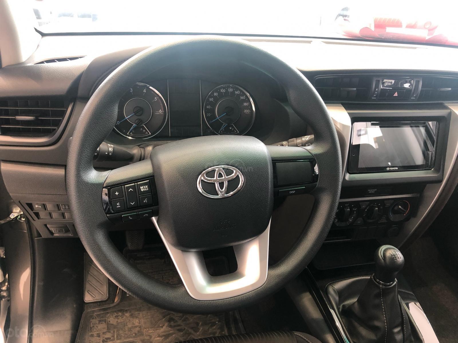 Bán ô tô Toyota Fortuner 2.4G Số sàn đời 2019, màu bạc, giá chỉ 933 triệu (13)